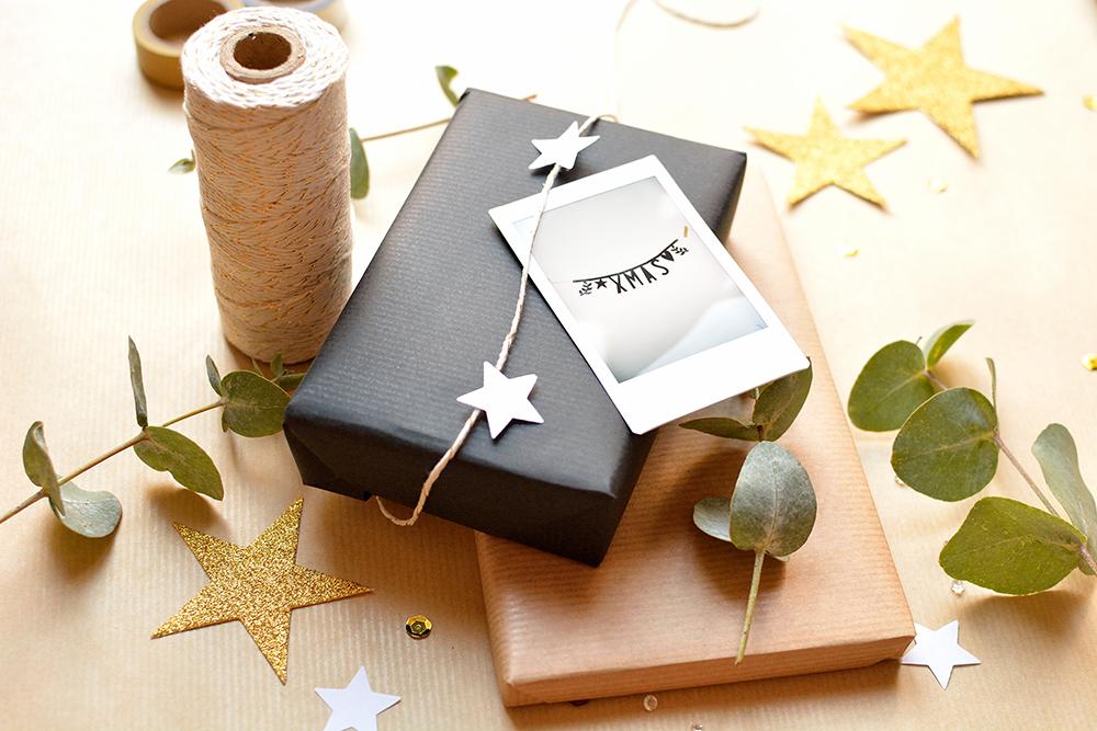 diy weihnachtsgeschenke verpacken mit polaroids. Black Bedroom Furniture Sets. Home Design Ideas