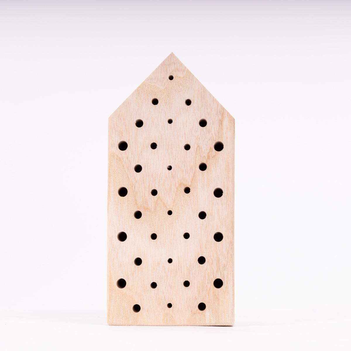 Bienen-Box mit Nistblock und Fruchtgummis