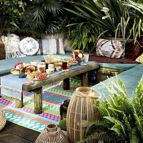 Bunte Teppiche für drinnen und draußen