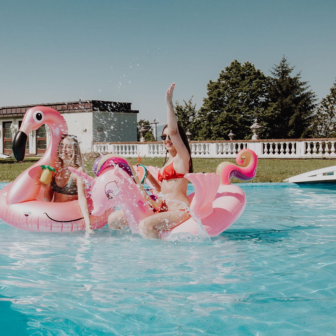 Rosa Einhorn Schwimmliege mit Glitzer