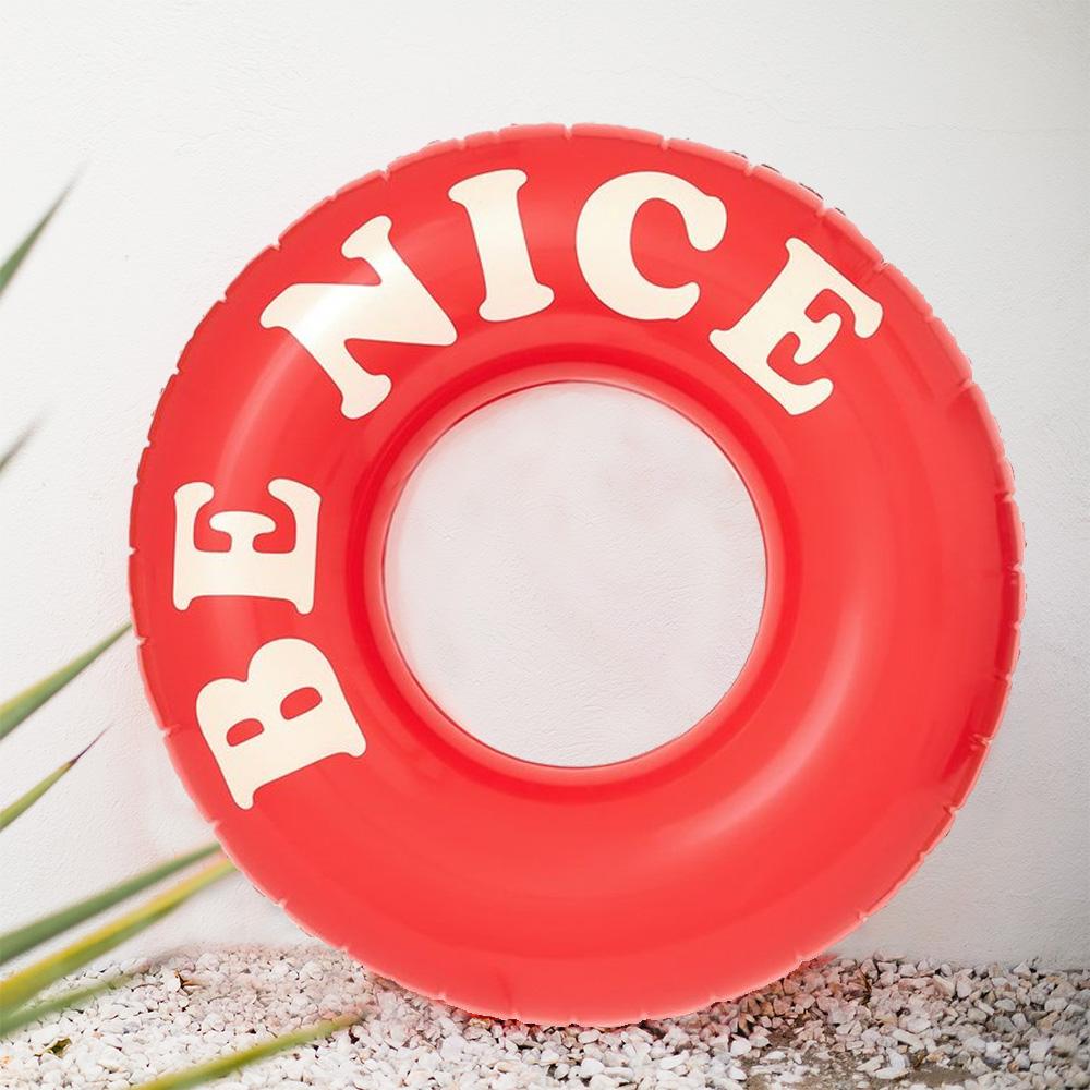 Riesiger Schwimmreifen Be Nice