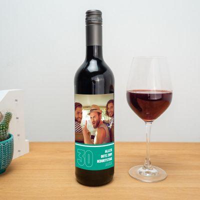 Rotwein mit verschiedenen Hintergründen