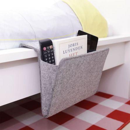 Praktische Seitentasche fürs Bett