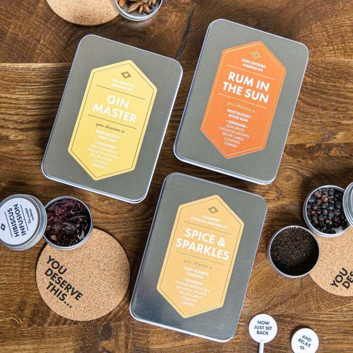 Sommerliche Cocktail-Kits in der Box