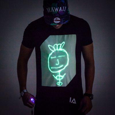Geburtstagsgeschenk zum 20. - Interaktives Glow T-Shirt