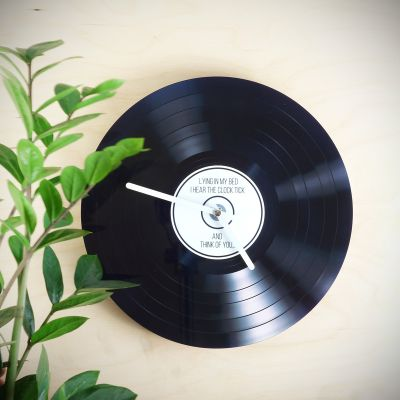 Geschenk für Freund - Personalisierbare Schallplatten-Wanduhr