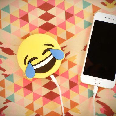 Reise Gadgets - Emoji Freudentränen Ladegerät für Smartphones