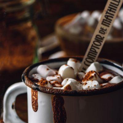 Heiße Schokolade am Löffel