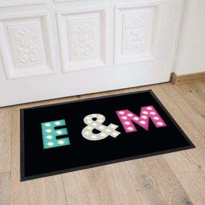 Deko - Personalisierbare Fußmatte mit farbigen Initialen