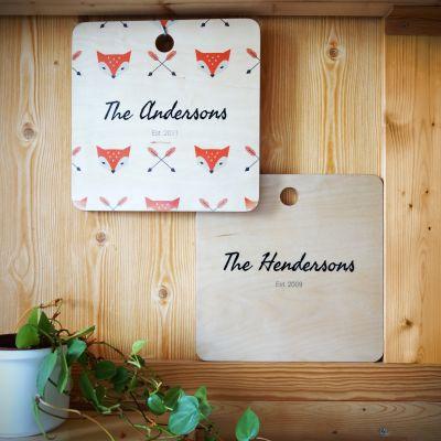 Personalisierte Geschenke aus Holz - Personalisierbares Schneidebrett mit Hintergrund