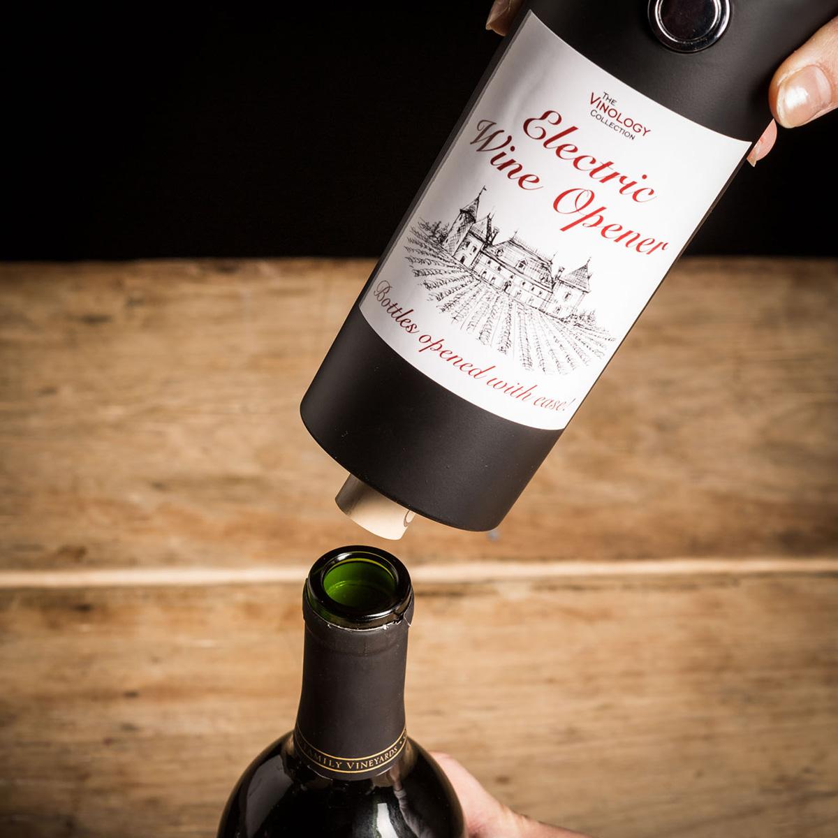 Elektrischer Korkenzieher im Weinflaschen Design