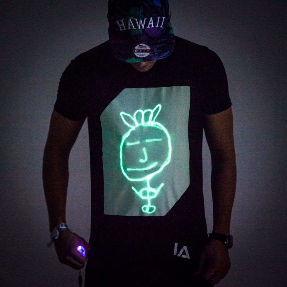 Interaktives Glow T Shirt Large (schwarz)