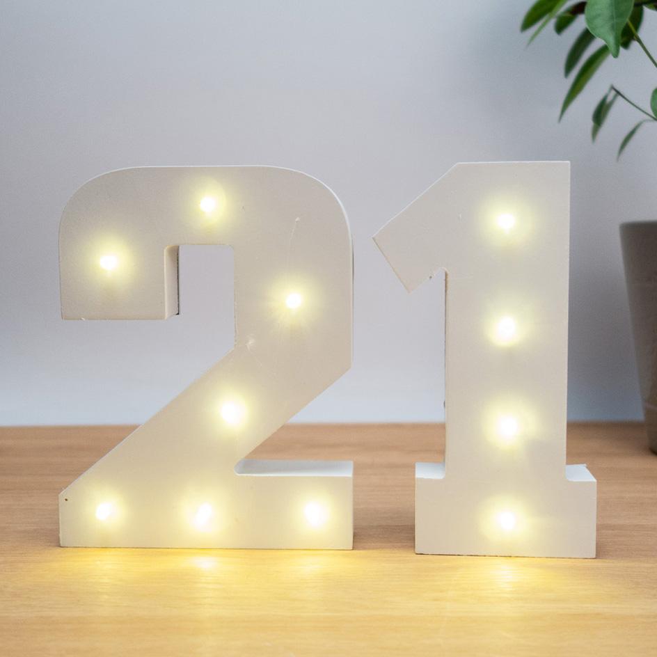 Beleuchtete Holz Zahlen 6