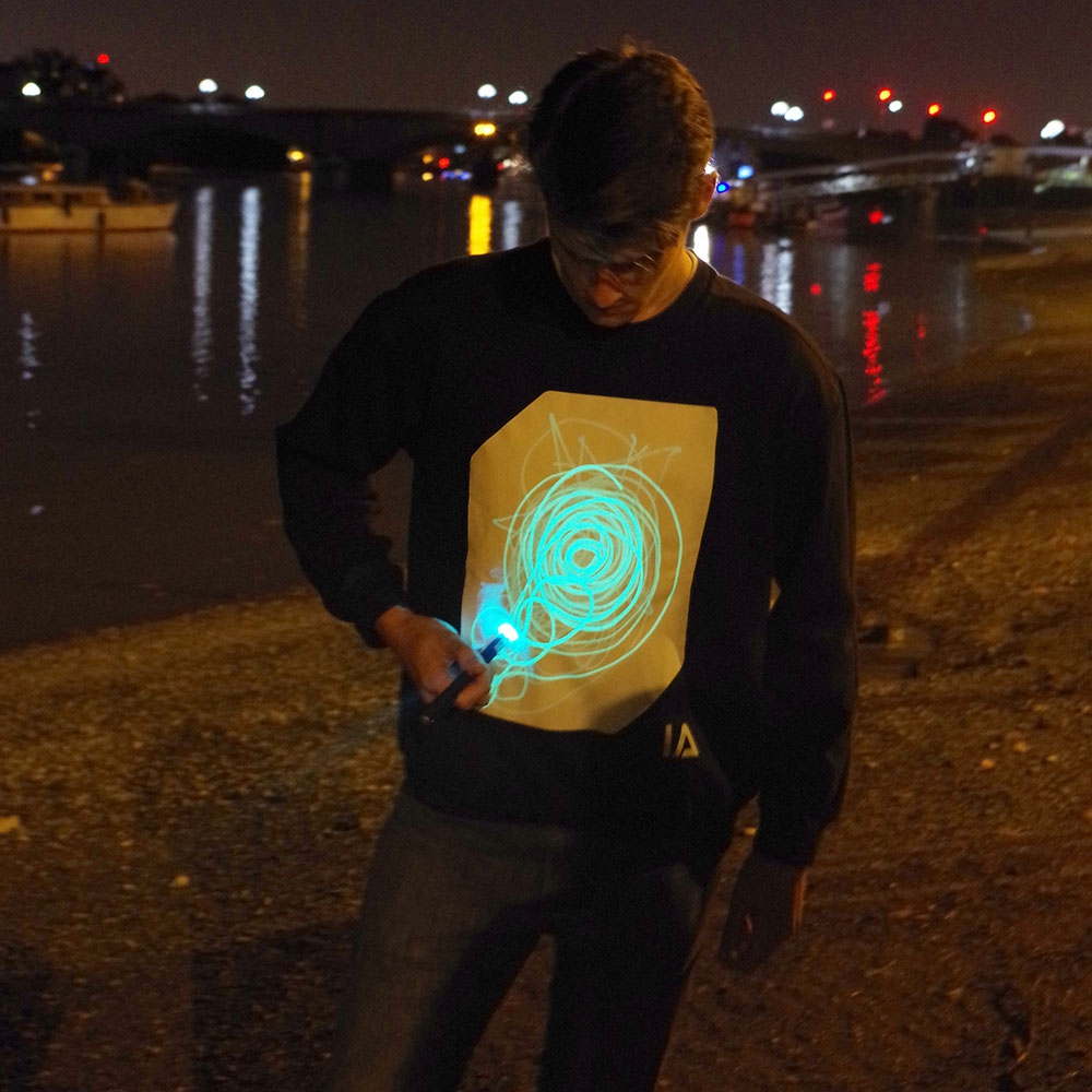 Interaktives Glow Sweatshirt Small