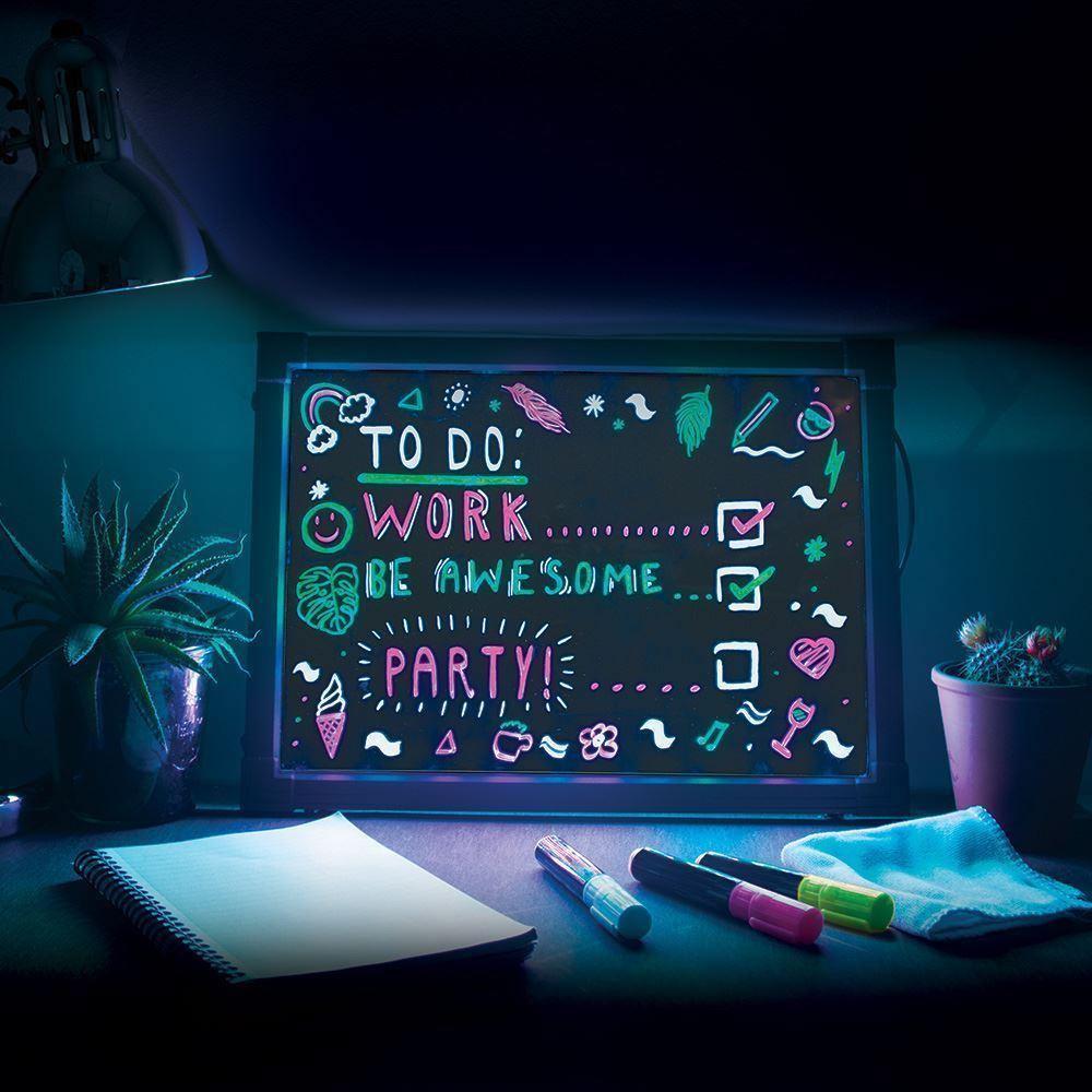 Schreibtafel mit Neon Effekt