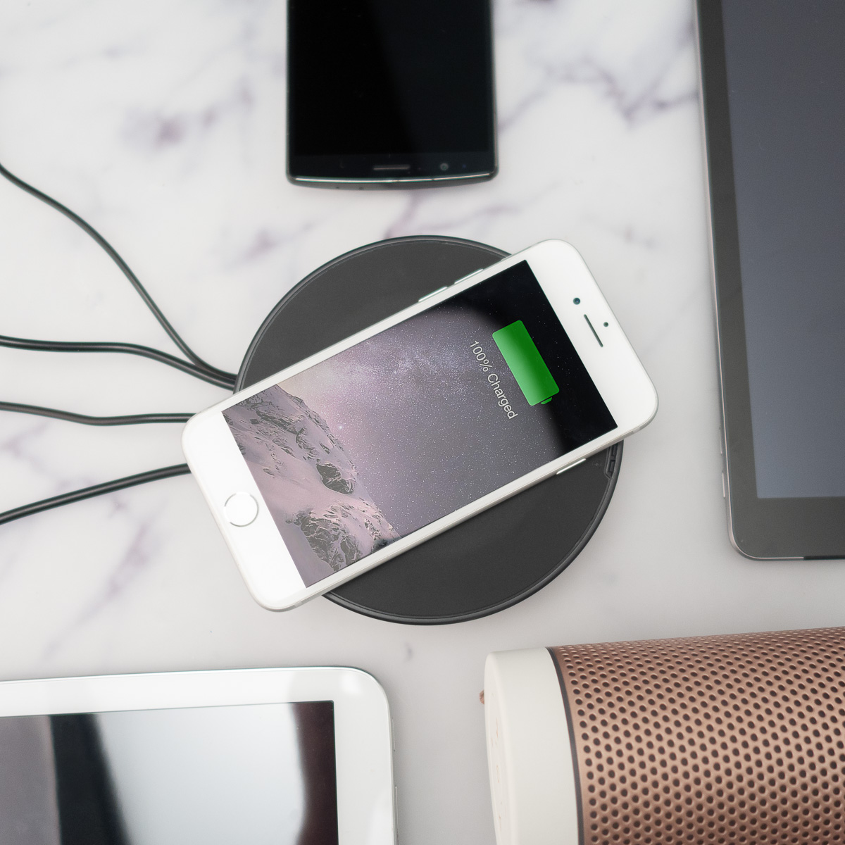 Nomad USB Hub mit drahtloser Ladefunktion