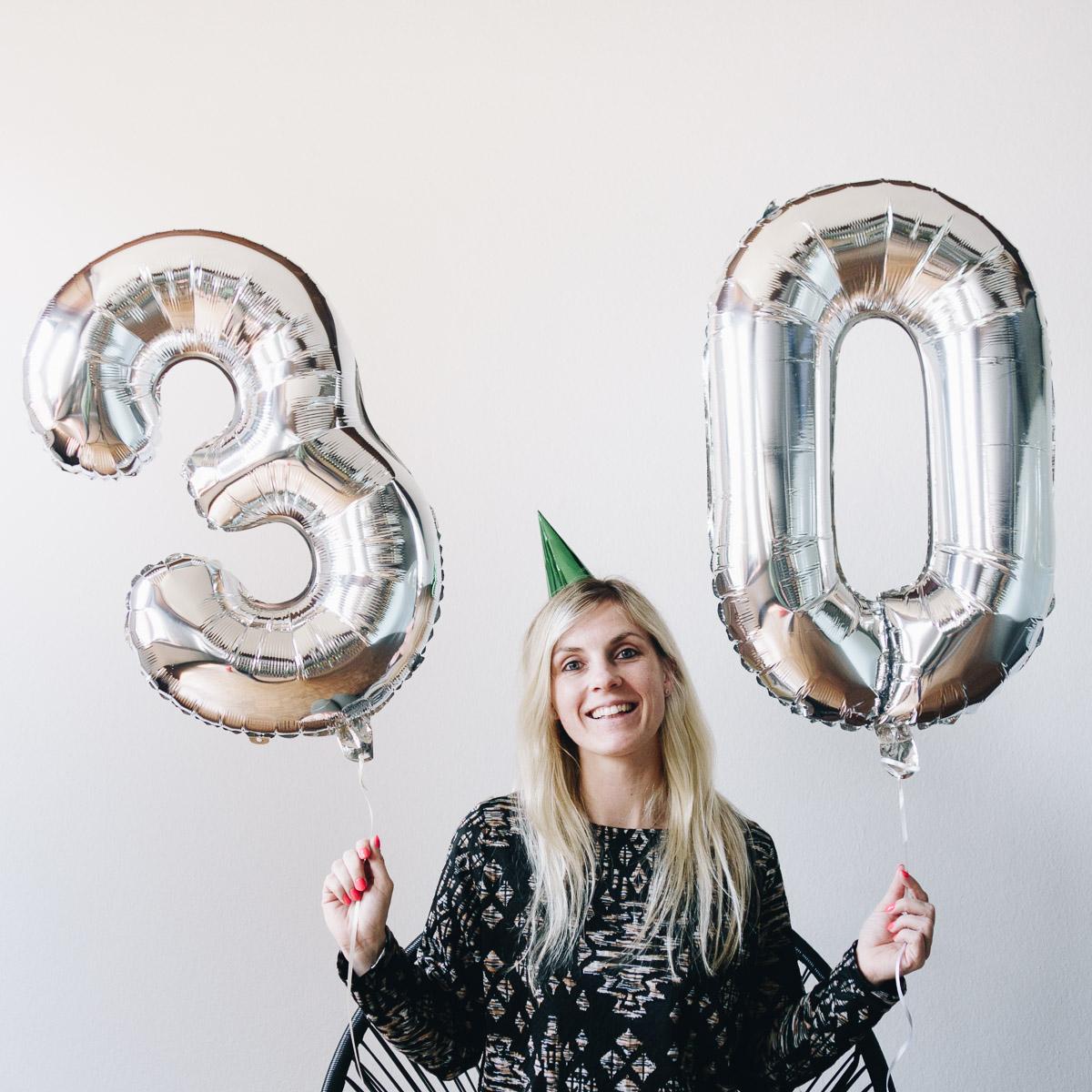 geburtstagsgeschenke zum 30 geburtstag riesen zahlen luftballon in silber